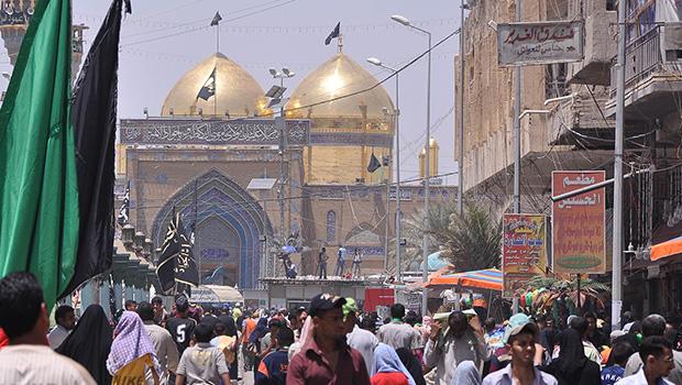 صورة مواكب الخدمة والعزاء تتجه صوب مرقد الامام الكاظم عليه السلام مشيا على الاقدام