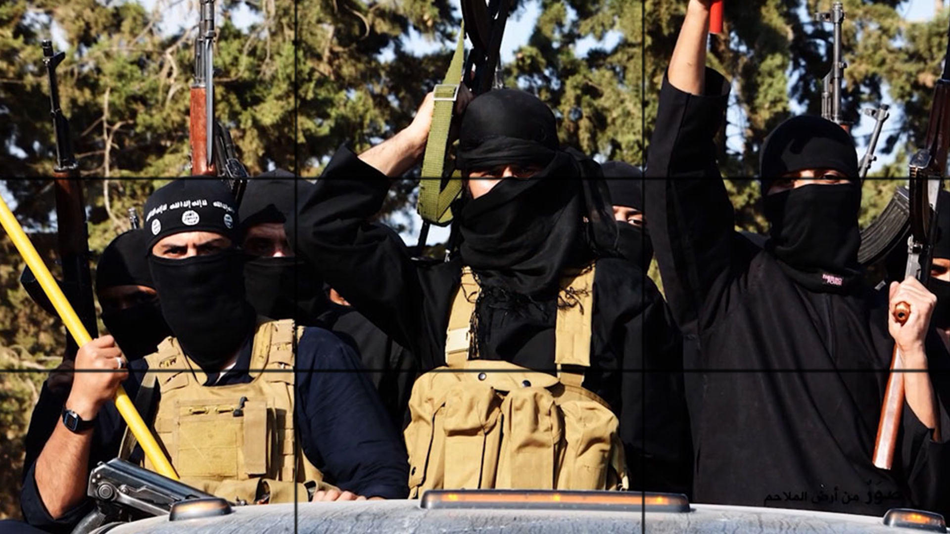 صورة داعش تعلن الحرب على طالبان بتهمة تلقي الدعم من جهاز آي إس آي