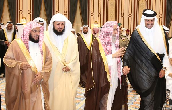 صورة أمير قطر يتحدى القضاء المصري ويدعو القرضاوي لمأدبة افطار