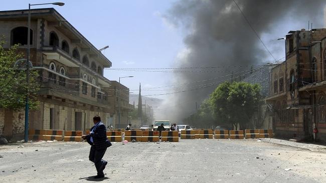 صورة الحوثيون يحملون النظام السعودي والقاعدة مسؤولية خرق الهدنة في اليمن