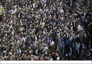 """صورة تظاهرة يمنية واسعة تحت شعار """"رفضاً لمشروع الاستعمار السعودي وجرائمه وحصاره"""""""