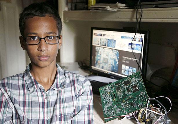 """صورة الصبي """"مخترع الساعة"""" يترك مدرسته"""