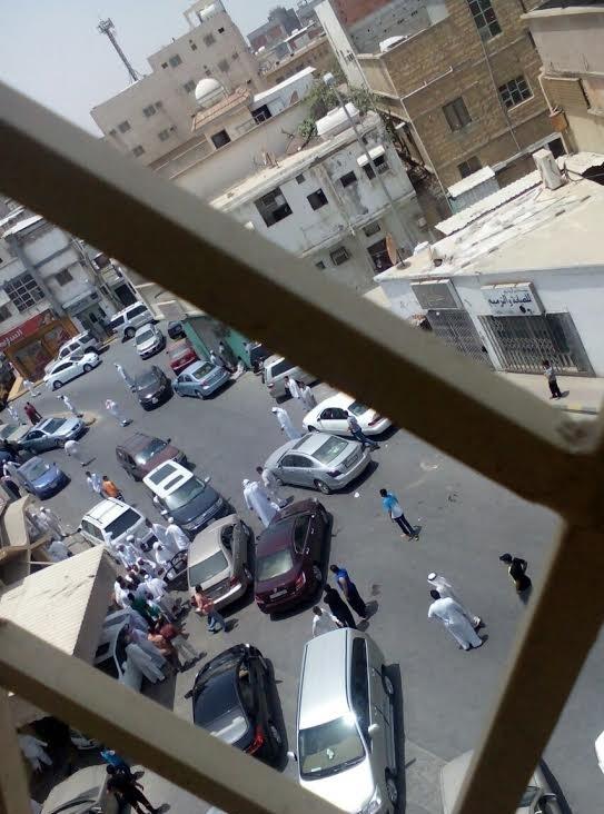 """Photo of فيديو: مدينة القطيف تتحدى التكفيريين بنداء """"لبيك يا حسين"""" و""""هيهات منا الذلة"""""""