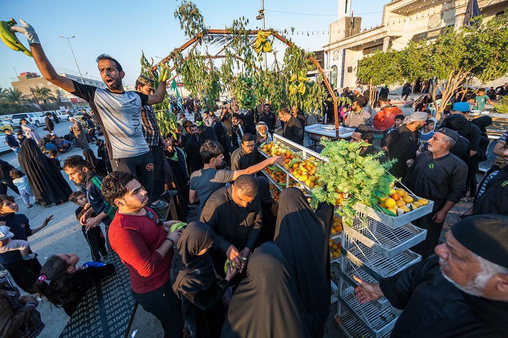 صورة تقرير مصور: مليونية الاربعينية تصل الى محافظة المثنّى وأمام الزائرين خمسة أيام ليصلوا إلى كربلاء المقدسة