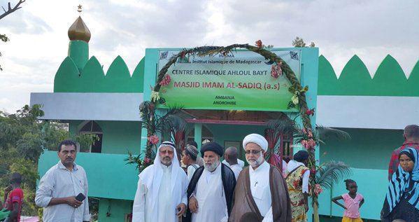 صورة افتتاح مسجدي الإمامين الباقر والصادق ومدرسة الإمام الصادق في مدغشقر