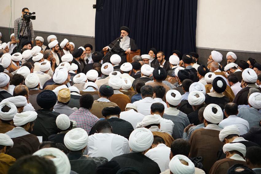 صورة اجتماع كبير لطلبة و مبلغي الحوزه العلمية لاستقبال شهر رمضان المبارك