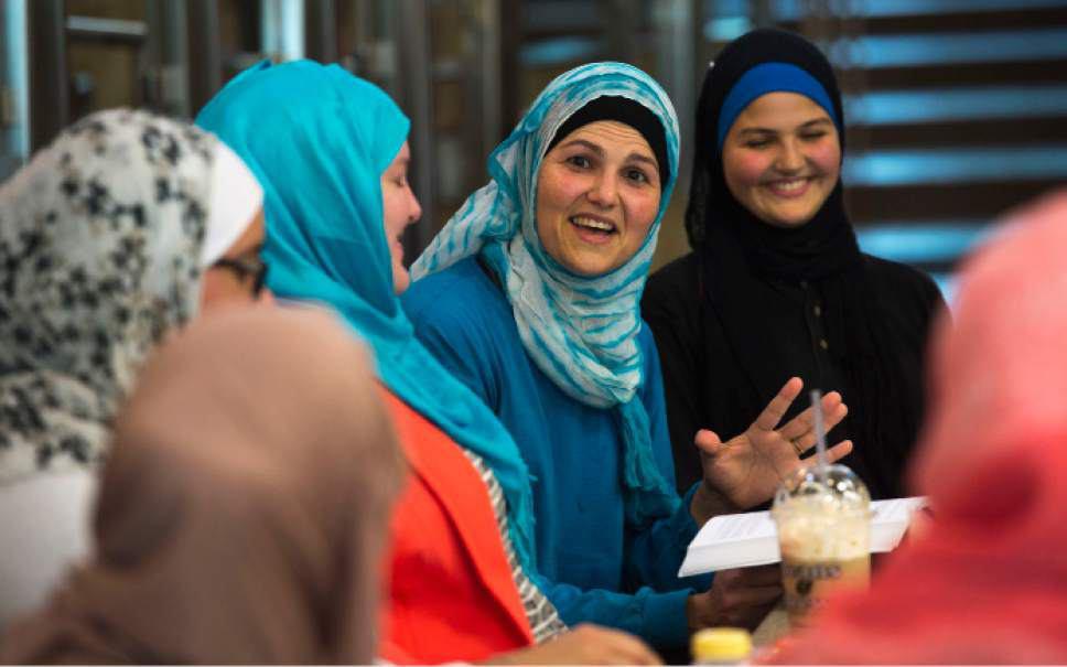 صورة إقامة ملتقی یعرف القرآن الکریم لأتباع مختلف الدیانات في أمریکا