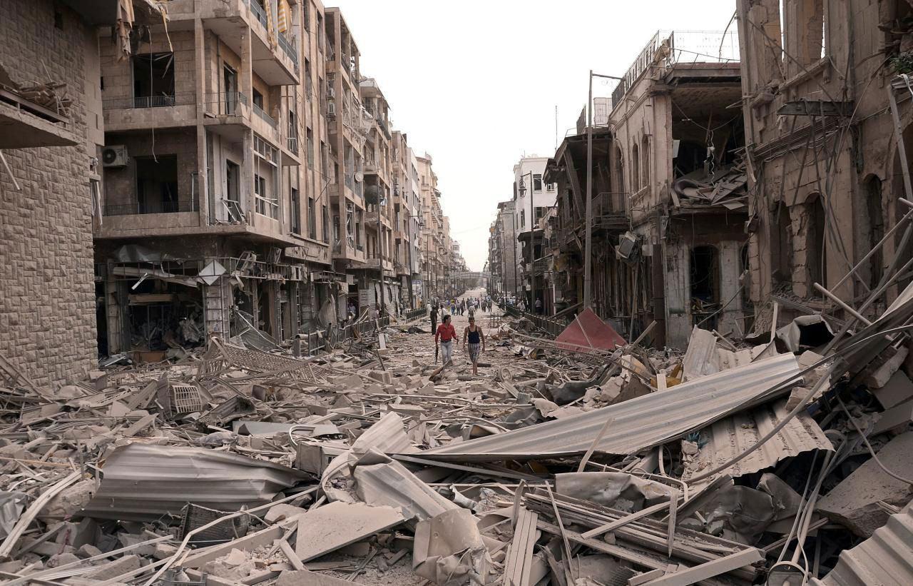 صورة استشهاد شخصين واصابة العشرات في هجوم كيماوي على حلب