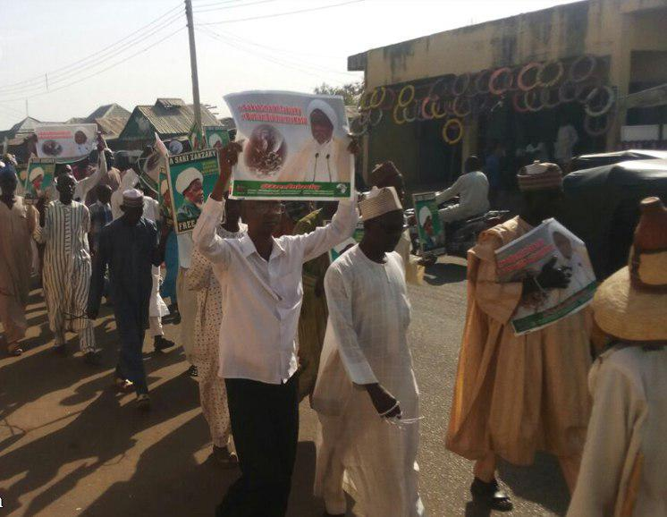 صورة بالصور: متظاهرون نيجيريون ينادون باسم الشيخ الزكزكي ويطالبون باطلاق سراحه