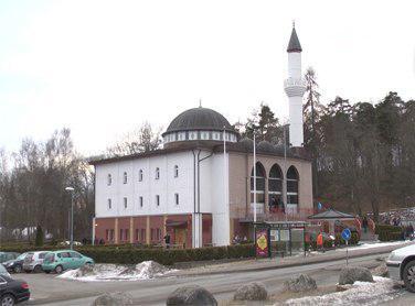 صورة أمنيات بإعلاء صوت الأذان في أوروبا بعد الجهر به في مسجد فيتيا بالسويد