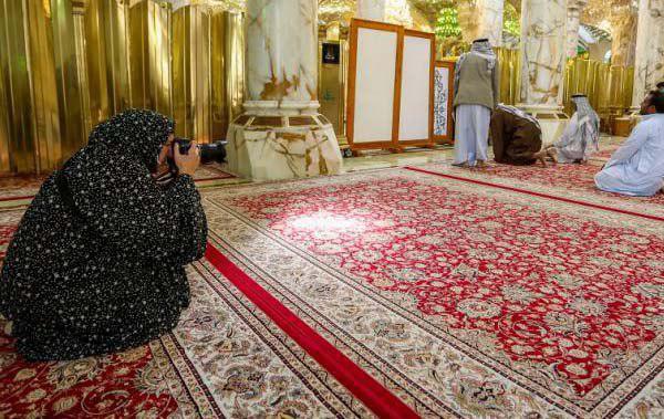 Photo of مصورة فرنسية دولية: أنا منبهرة من رؤية الأجواء الروحية والإيمانية المنتشرة في أرجاء مرقد الإمام عليٍّ عليه السلام