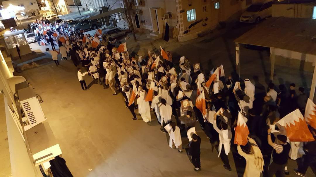 صورة مسيرات ومواجهات حامية بين متظاهرين وقوات السلطة الحاكمة في البحرين