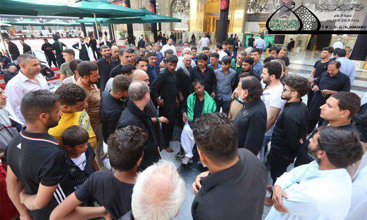 صورة كرامة باهرة تحصل لزائر باكستاني عند ضريح الإمامين الجوادين عليهما السلام (صور)