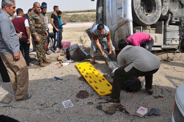 صورة مصرع وإصابة 15 زائر كويتي بانقلاب حافلة غرب الناصرية الكويت