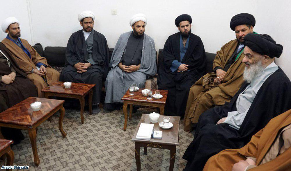 صورة المرجع الشيرازي يدعو للنهوض الثقافي بشباب العراق ووحدة الكلمة للمدافعين عن البلاد