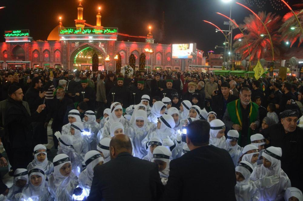 صورة النسوة الفاطميات في كربلاء المقدسة يعزين الأئمة الاطهار بذكرى استشهاد الزهراء عليها السلام