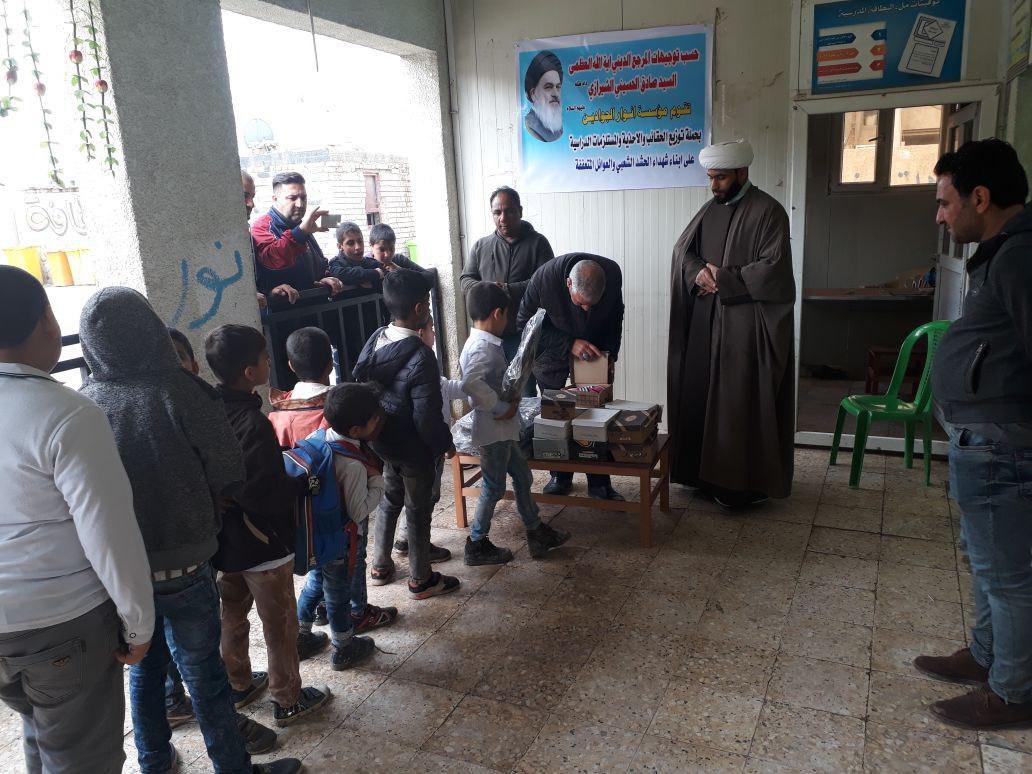 صورة مؤسسة أنوار الجوادين عليهما السلام في بغداد تنظم حملة لتوزيع المساعدات على الايتام وعوائل الشهداء