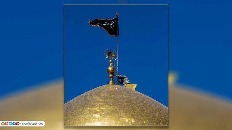 صورة بالصور .. مرقد السيدة زينب عليها السلام يشهد رفع راية الحداد بذكرى شهادتها