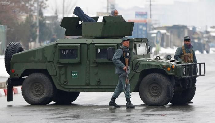 صورة انفجارات ومعركة بالأسلحة شرقي أفغانستان