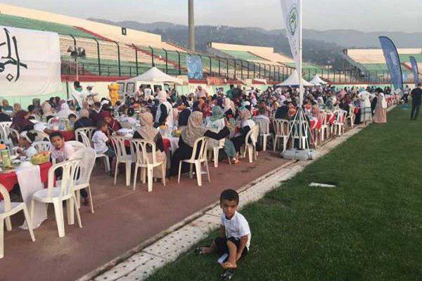 صورة الجزائر تنظم أكبر مائدة إفطار رمضانية بالعالم