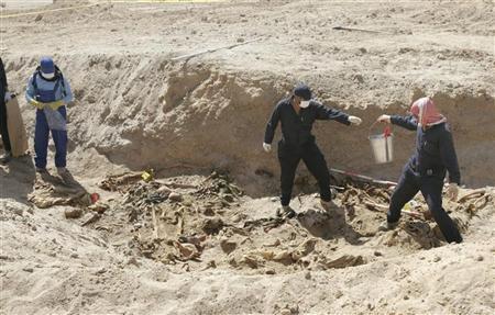 صورة العراق: تسليم 734 جثة من شهداء سبايكر لذويهم و400 أخرى قيد الفحص