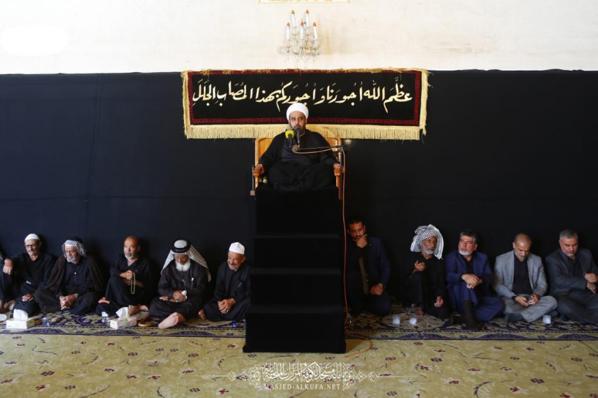 صورة باحة مسجد الكوفة في النجف تشهد مجلس العزاء السنوي في محرم الحرام