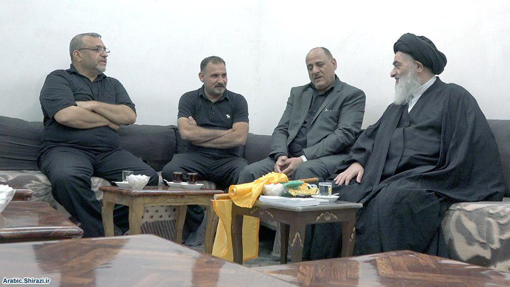 صورة المرجع الشيرازي: الخلود هو الخدمة الحسينية