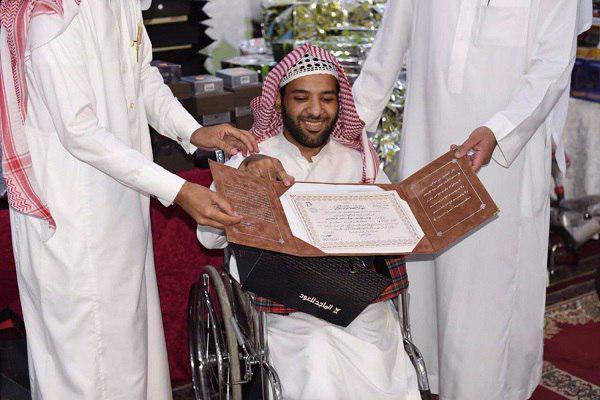 صورة قصة نجاح ومثابرة.. شاب معاق يحفظ القرآن كاملاً في 3 سنوات