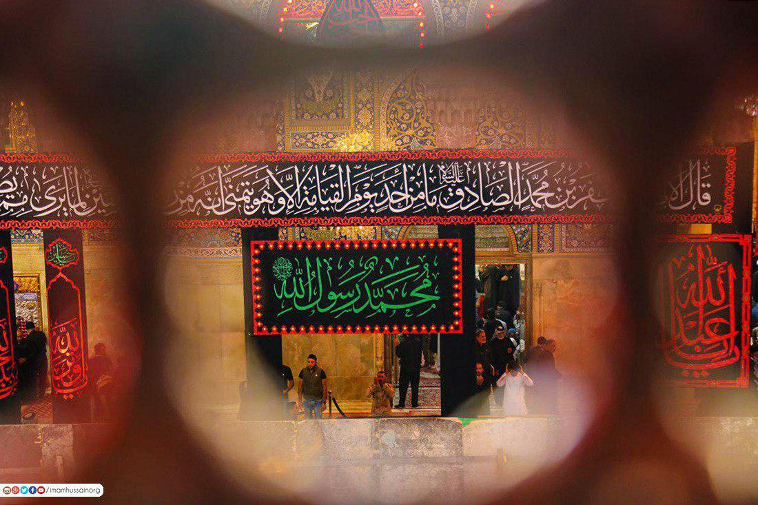 صورة بالصور حداد على سيد الكون في حرم سبطه الامام الحسين عليه السلام