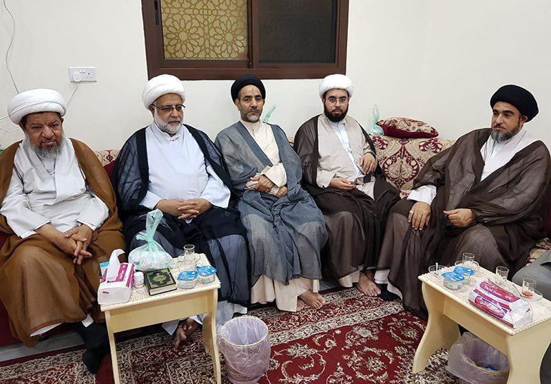 صورة انعقاد المجلس الاسبوعي بمكتب وكيل المرجع الشيرازي في البحرين