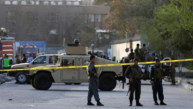 صورة إصابة 90 شخصا بينهم 23 طفلاً بهجوم ارهابي في كابول