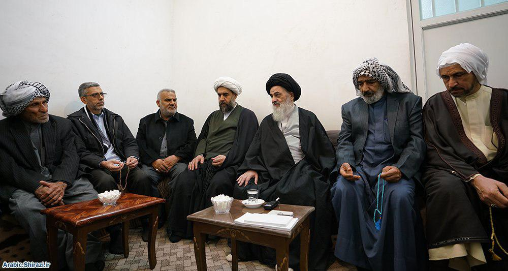 صورة ناشطون دينيون من الهويزة يزورون المرجع الشيرازي