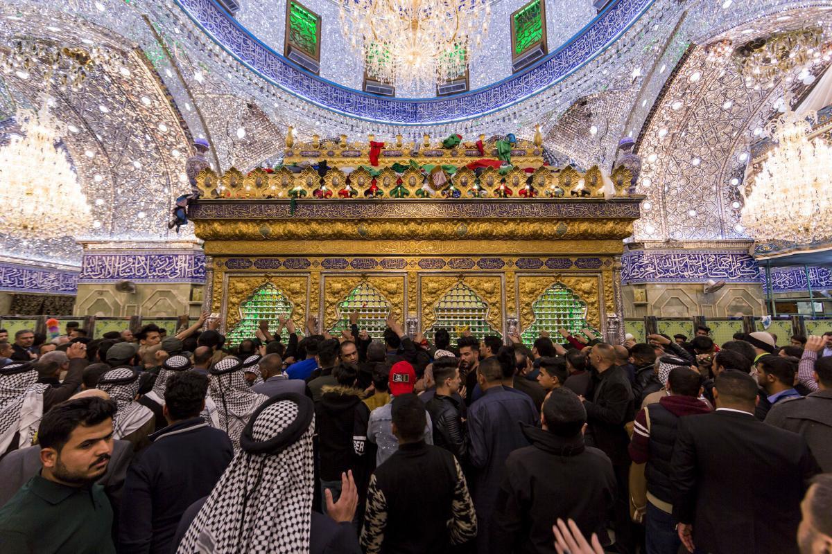 صورة بالصّور: هكذا استقبَلَ المؤمنون شهرَ رجبٍ الأصمّ في صحن أبي الفضل العبّاس عليه السلام