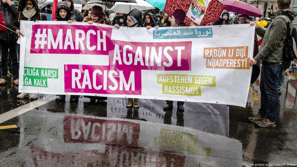 صورة مظاهرات في عدة مدن ألمانية ضد العنصرية واليمين المتطرف