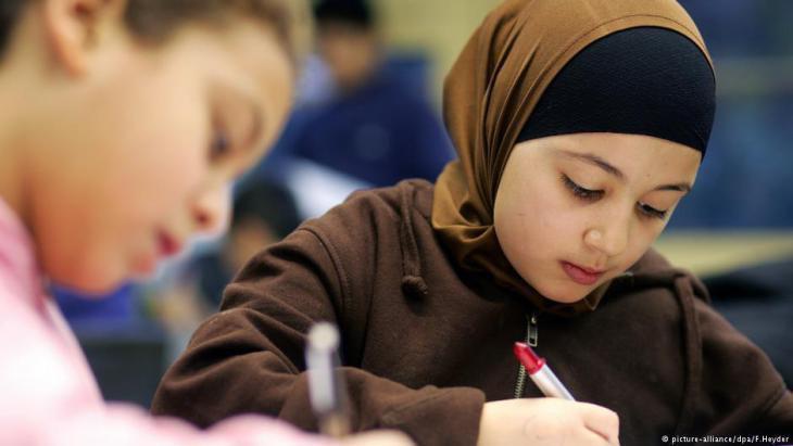 صورة مدير مدرسة بأمريكا يحرض على المسلمين عبر فيسبوك