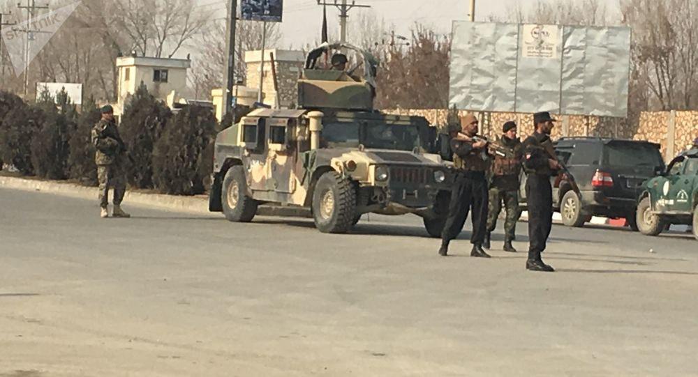 صورة مقتل وإصابة 21 معلما وتلميذا بسقوط قذيفة على فصل دراسي وسط أفغانستان
