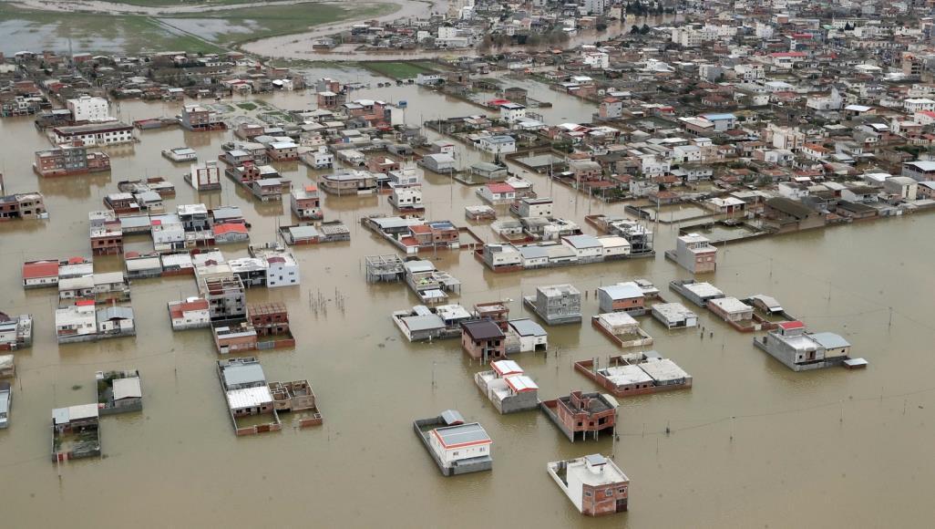صورة السيول في إيران تغمر بلدات اخرى والسلطات تستنفر