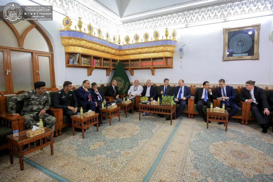 صورة السفير الهنغاري لدى العراق يتشرف بزيارة مرقد أمير المؤمنين عليه السلام