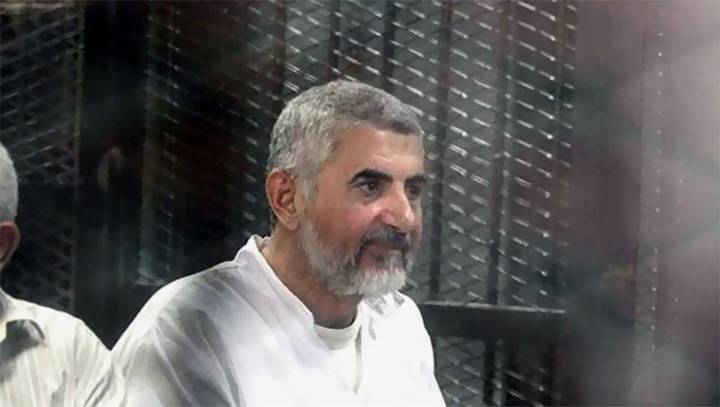 صورة محكمة مصرية تقضي بالسجن المؤبد على القيادي الإخواني حسن مالك وابنه