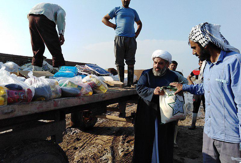 صورة وصول الدفعة الخامسة من إعانات مكتب المرجع الشيرازي  للمتضرّرين من السيول بخوزستان الإيرانية