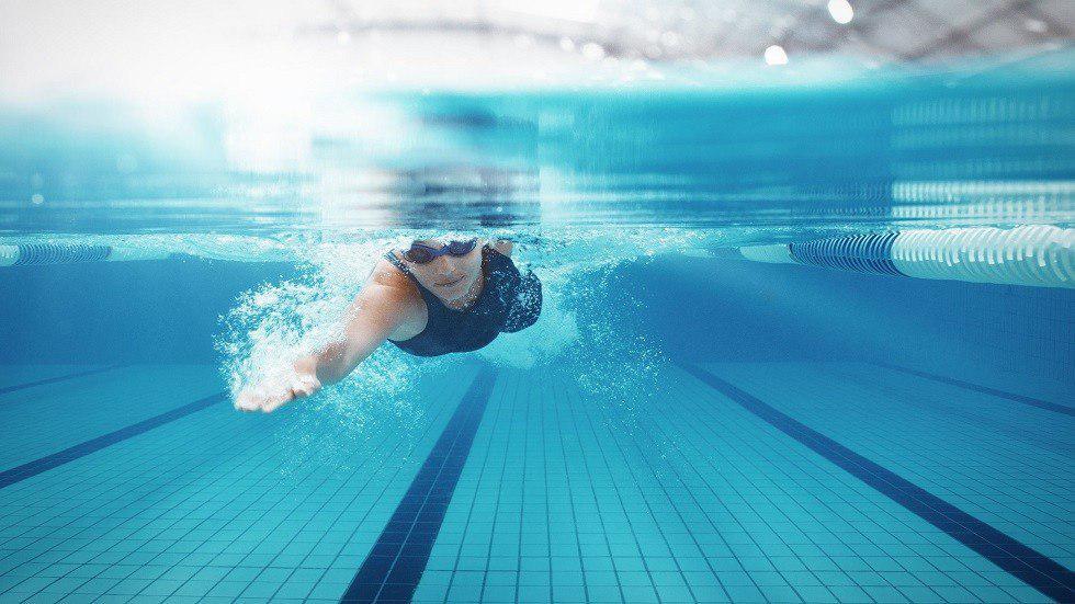 صورة تحذير طبي من خطر ابتلاع مياه حوض السباحة