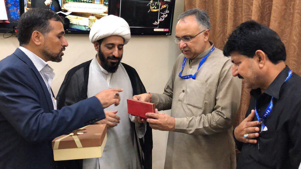 صورة مدير صحة ايالت سند الباكستانية يزور مقر مجموعة الامام الحسين الاعلامية في كربلاء المقدسة