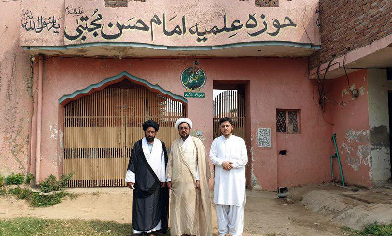 صورة وفد ممثليّة مكتب المرجع الشيرازي يلتقي شخصيات علمية في لاهور الباكستانية