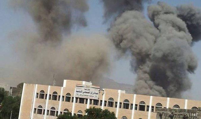 صورة استشهاد واصابة 6 يمنيين بقصف جوي للتحالف السعودي