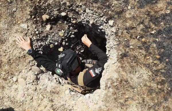 صورة تدمير نفق يستخدمه الارهابيون للتخفي والهروب في الموصل
