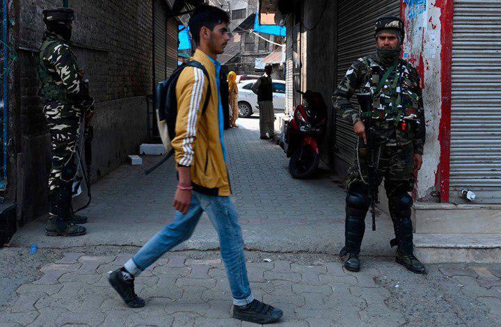 صورة قتلى بقصف على كشمير وتبادل الاتهامات بين باكستان والهند