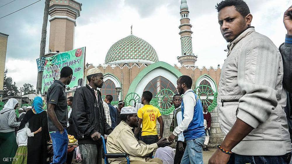 صورة اعتقال 5 أشخاص يشتبه بضلوعهم في حرق 4 مساجد في اثيوبيا