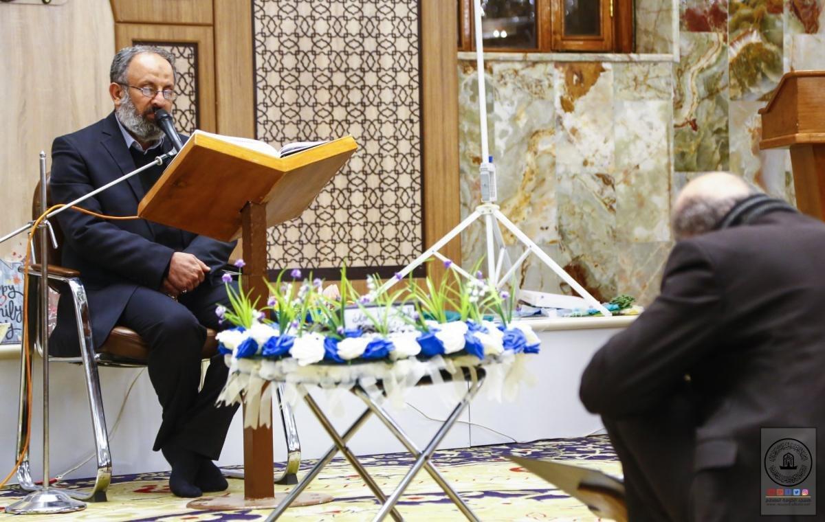 صورة تكريم حافظات دورة الرسول الأعظم صلى الله عليه واله القرآنية في مسجد الكوفة