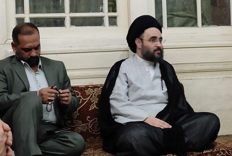 صورة أعضاء مؤسسة الإمام الحسين يلتقون حجّة الإسلام والمسلمين السيّد مهدي الشيرازي في كربلاء المقدسة