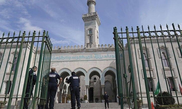 صورة الغارديان: المسلمون في ألمانيا يطالبون بالحماية ويستغربون غياب التضامن